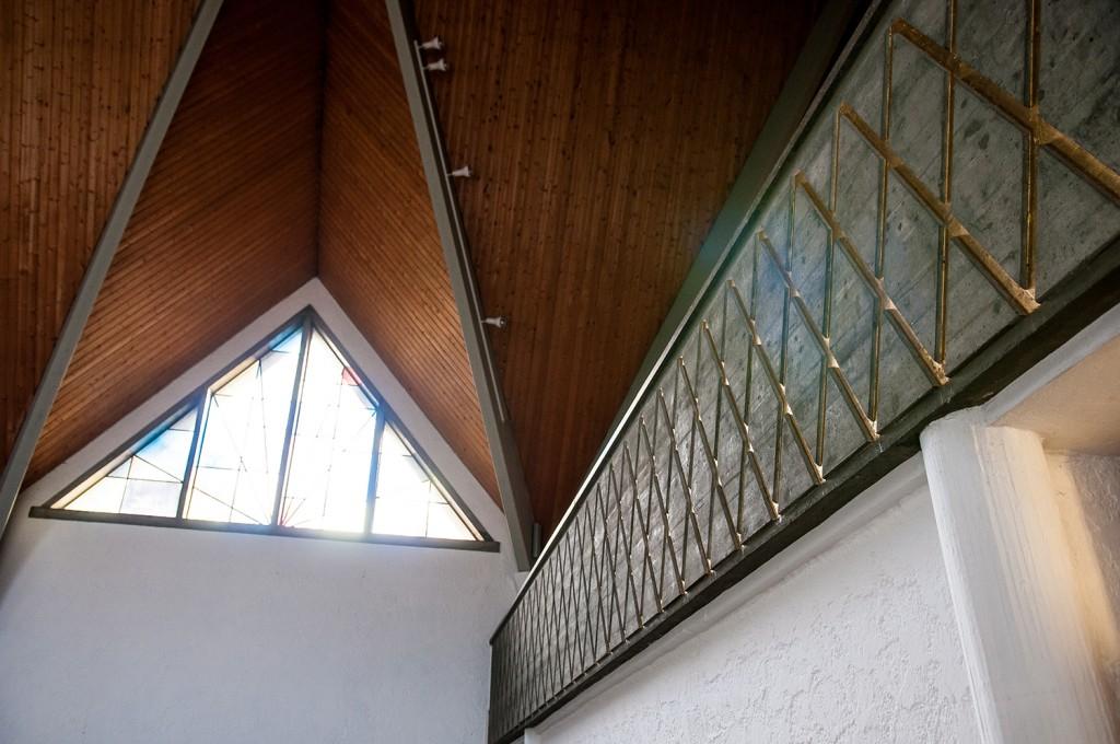 Orgelempore und Kirchenfenster